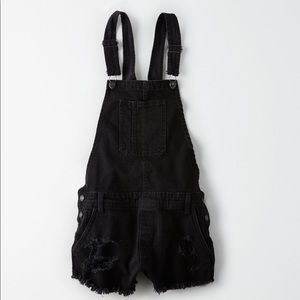 American eagle black shorts overalls